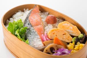 鮭弁当の写真素材 [FYI02358842]