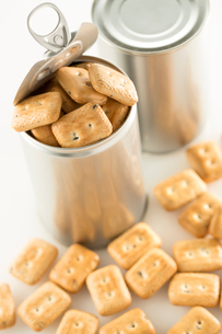 缶詰の乾パンの写真素材 [FYI02359066]
