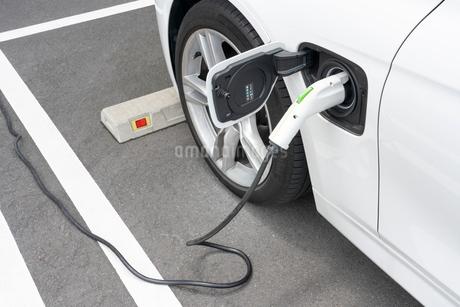 電気自動車の充電の写真素材 [FYI02359233]