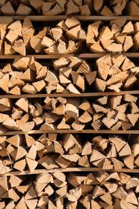 積んだ薪の写真素材 [FYI02359342]