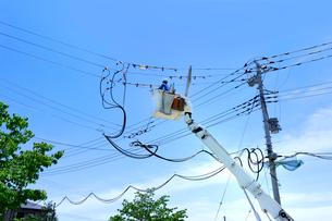 電線の工事の写真素材 [FYI02359513]