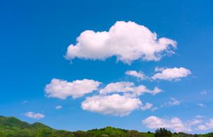 里山の青空と雲の写真素材 [FYI02359944]