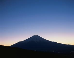 宵の明星(金星)と富士山の写真素材 [FYI02361467]