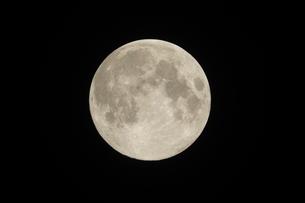 満月の写真素材 [FYI02362910]