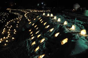 湯西川温泉かまくら祭り ミニかまくらの写真素材 [FYI02363002]