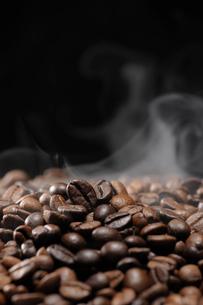 焙煎したコーヒーの写真素材 [FYI02363539]