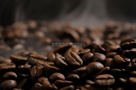 焙煎されたコーヒー豆の写真素材 [FYI02363816]