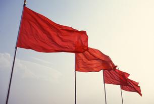 赤い旗の写真素材 [FYI02365617]
