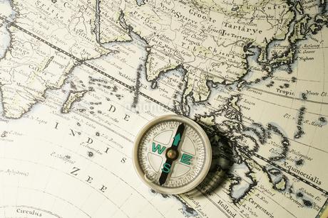 コンパスと地図の写真素材 [FYI02366117]