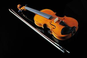 バイオリンの写真素材 [FYI02367037]