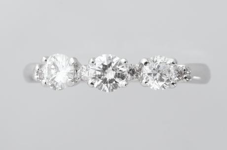 ダイヤのリングの写真素材 [FYI02368030]