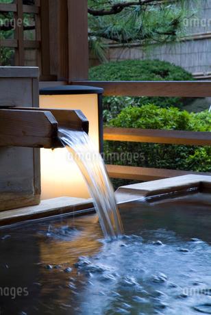 露天風呂の写真素材 [FYI02370050]