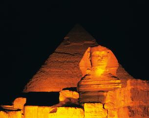 ピラミッドとスフィンクスの写真素材 [FYI02371093]