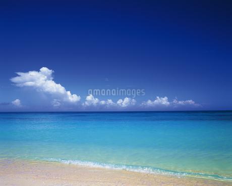 宮古島の砂浜の写真素材 [FYI02371245]