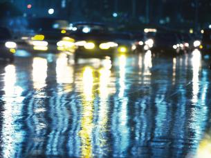 濡れた路面の写真素材 [FYI02371567]