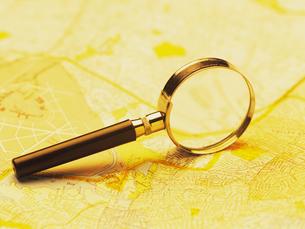 ルーペと地図の写真素材 [FYI02372264]
