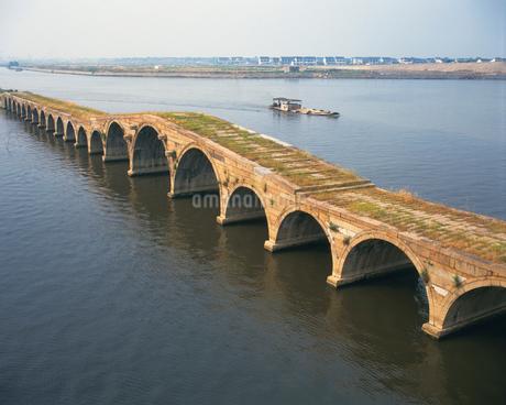 宝帯橋 京杭大運河の写真素材 [FYI02373019]