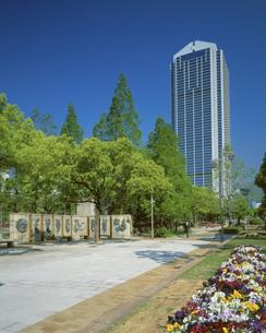 フラワーロードと神戸市役所の写真素材 [FYI02376169]