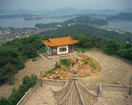 鹿頂山から太湖の眺めの写真素材 [FYI02376603]