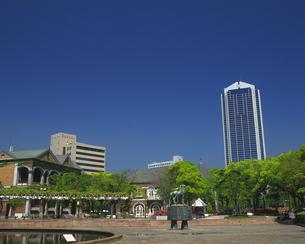 東遊園地と神戸市庁舎の写真素材 [FYI02385166]