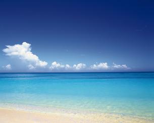 青い海と空 沖縄の写真素材 [FYI02386871]