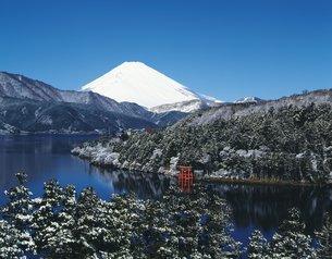 芦ノ湖と富士山の写真素材 [FYI02389238]
