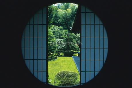 丸窓の写真素材 [FYI02389334]