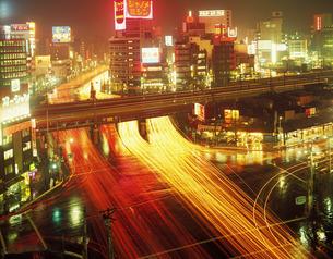 夜の新宿の写真素材 [FYI02389717]