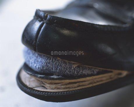 壊れた靴の写真素材 [FYI02390375]