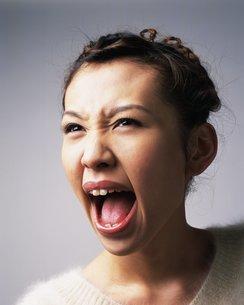 叫ぶ女性の写真素材 [FYI02391064]