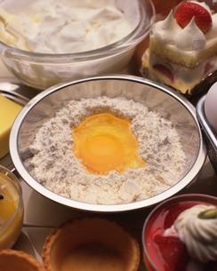 お菓子作りイメージの写真素材 [FYI02393604]