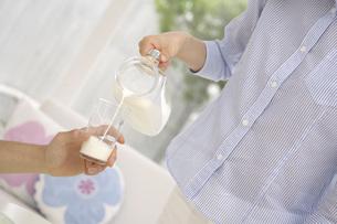 牛乳の写真素材 [FYI02398783]