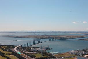 東京港第三航路 東京港臨海大橋 埋立処分場 新海面処分場の写真素材 [FYI02399656]