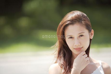 髪の長い女性の写真素材 [FYI02399931]