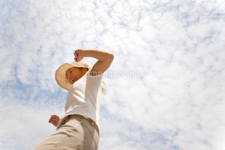 帽子をかぶった女性の写真素材 [FYI02400152]