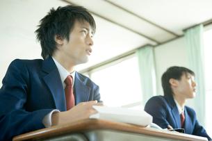 授業中の男子高生の写真素材 [FYI02400167]
