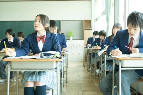 授業中の高校生の写真素材 [FYI02400242]