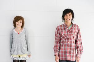笑顔の男女の写真素材 [FYI02401121]