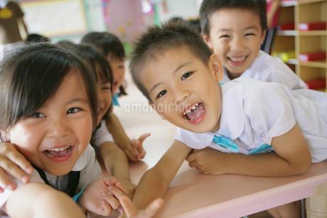 幼稚園のこども達の写真素材 [FYI02402304]