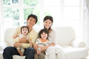 家族のポートレートの写真素材 [FYI02403516]