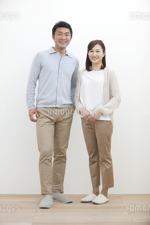 笑顔の中高年夫婦の写真素材 [FYI02411328]
