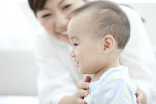 笑顔の赤ちゃんの写真素材 [FYI02412165]