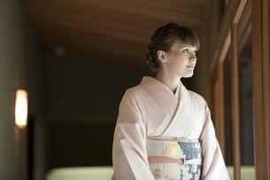 着物姿の外国人女性の写真素材 [FYI02415949]