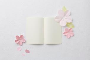桜ペーパークラフトイメージの写真素材 [FYI02420959]