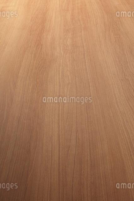 斜俯瞰に見る中間色木目の板素材の写真素材 [FYI02420998]