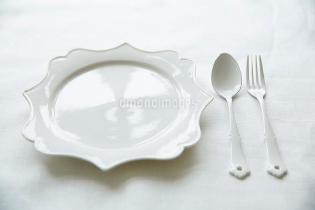 白いテーブルセットの写真素材 [FYI02421111]