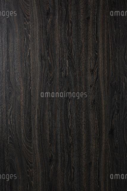黒い木目の板素材の写真素材 [FYI02422478]