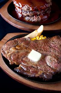 ハンバーグとステーキの写真素材 [FYI02423541]