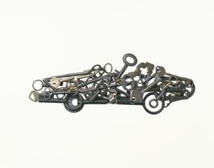 車(オープンカー)の形に置いた鍵の写真素材 [FYI02424470]