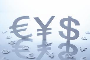通貨マークの金融イメージの写真素材 [FYI02428562]
